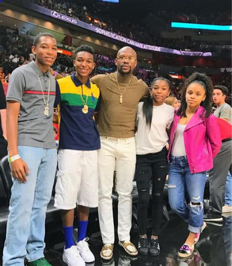 FLOYD MAYWEATHER AND KIDS TAKE IN A BALL GAME