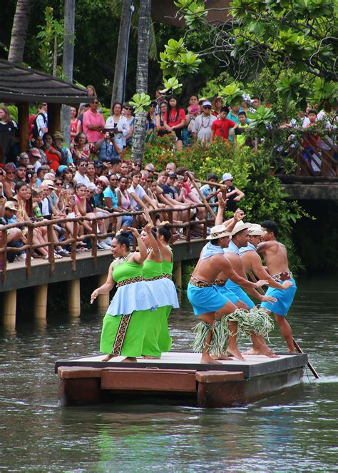 New 'Huki' canoe show afloat at Polynesian Cultural Center
