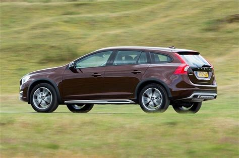 Volvo V60 Cross Country D4 2016 Road Test | Road Tests