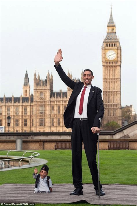 The World's Tallest Living Man and the World's Shortest