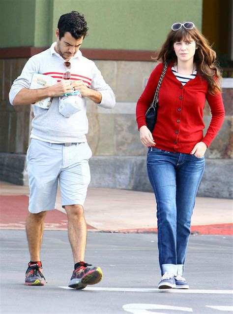 Come See Pregnant Zooey Deschanel's Maternity Style | Glamour