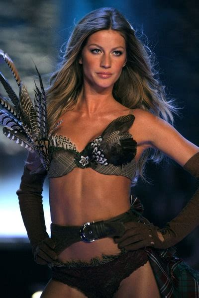 10 Victoria's Secret Models Who Became ICONS, from Tyra