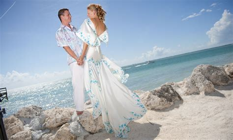 What To Wear To A Formal Beach Wedding - Alternative Beach