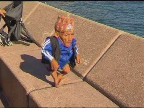 The shortest man in the world takes a trip to Sydney - YouTube