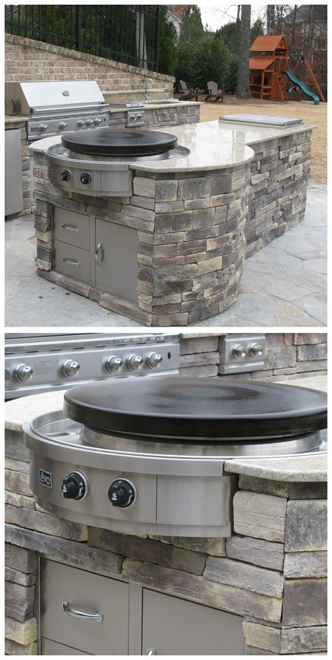 Outdoor Kitchen with Evo Affinity 30G Circular Cooktop